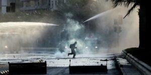 В Чили военный грузовик задавил протестующего